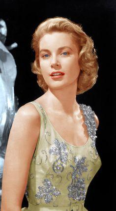 Grace Kelly , a fashion icon as seen 1955
